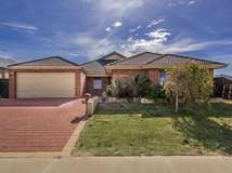 14 Kingfisher Way, Singleton
