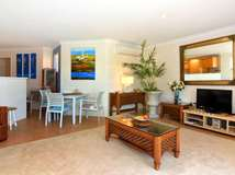 Unit 1/6 Kendle Close, Pelican Point